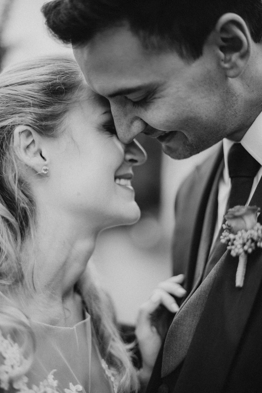 Inniger Moment zwischen dem Brautpaar
