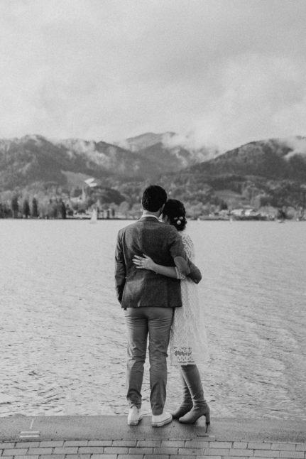 Brautpaar am Tegernsee Winterhochzeit